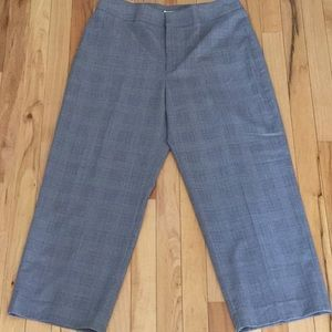Apt 9 plaid capris. Size 10.  New with tags.
